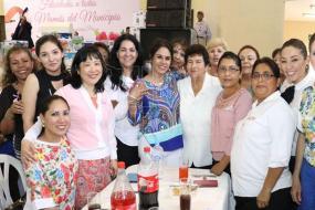 Festeja-gobierno-de-Tampico-a-mamas-trabajadoras-del-Ayuntamiento